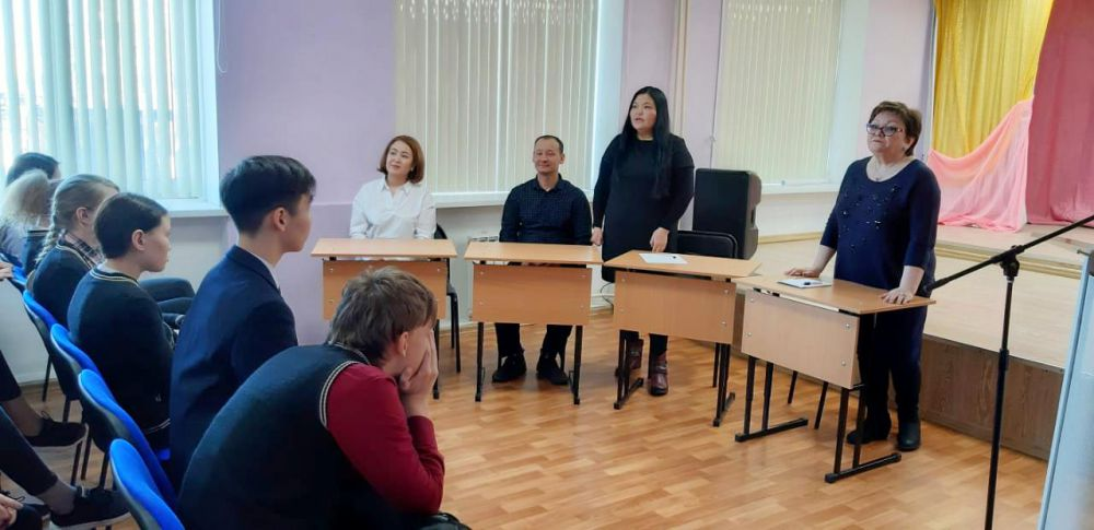 Мирнинская Ассамблея в лицее:  Году консолидации посвящается