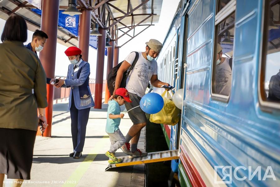 Из Нижнего Бестяха отправился первый поезд до Тынды и Владивостока